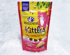 Snack Kucing Wellness Kittles Grain Free Salmon & Cranberries Recipe 2oz